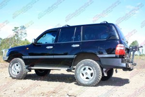 """Left side view of a Toyota Landcruiser 100 Series fitted with 2"""" inch airbag man lift kit"""