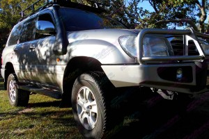 IFS 100 Series Landcruiser fitted with 2 inch airbag kit