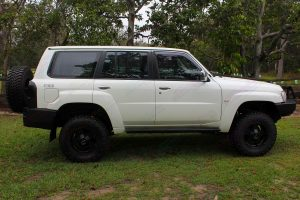 Right side view of a white Nissan GU Patrol Wagon fitted with a 3 inch Airbag Man suspension kit